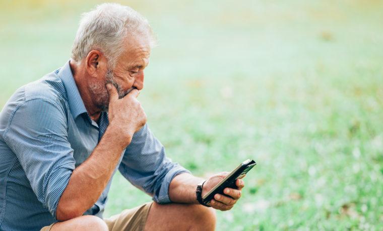 rentnerhandy was macht ein gutes mobiltelefon f r senioren aus 50 plus. Black Bedroom Furniture Sets. Home Design Ideas
